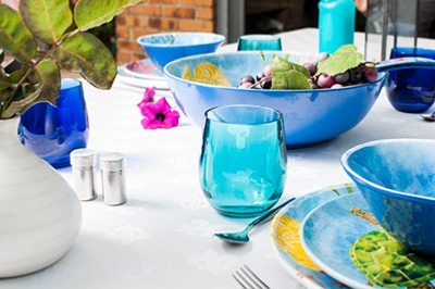 outdoor tableware in melamine by Les Jardins de la Comtesse